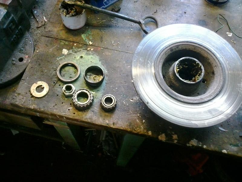 Все детали ступицы переднего колеса и сама ступица вымыты