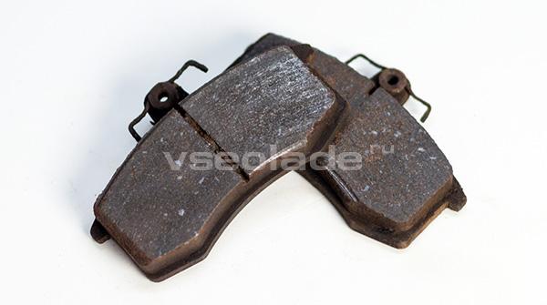 износ передних тормозных колодок Лада Калина причины