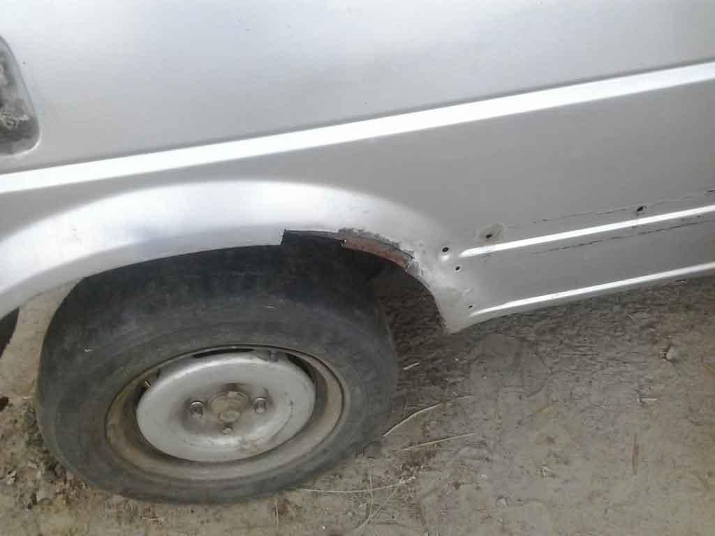 Вырезана гнилая часть арки заднего колеса