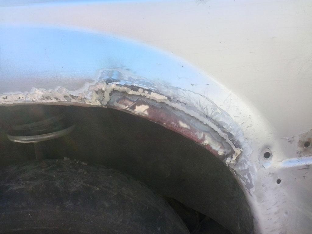 Приварена наружная ремонтная часть арки крыла