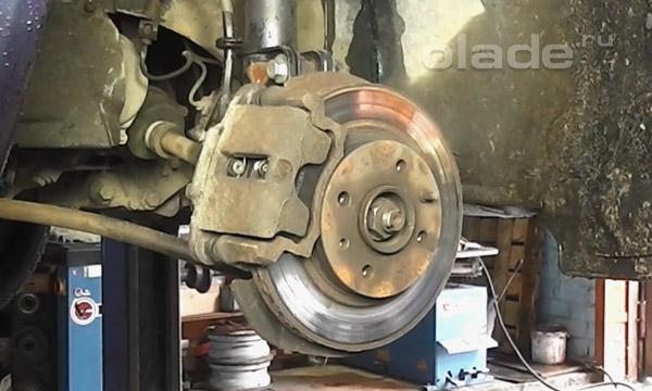 Устройство, принцип действия и основные причины замены тормозного суппорта в Калине