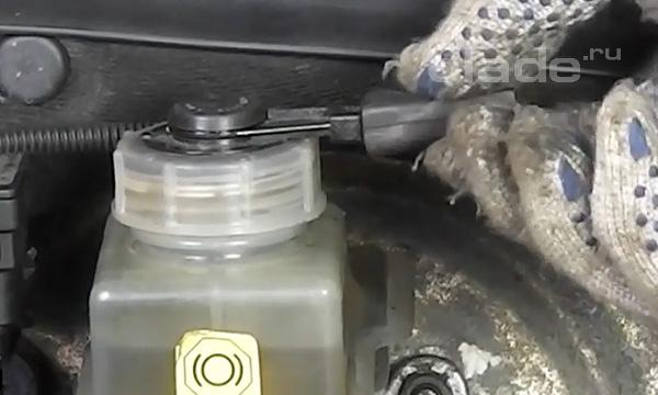 Провода в тормозном цилиндре Лада Калина