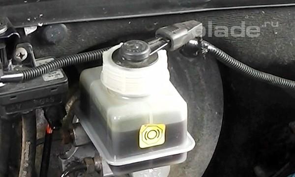 Прокачка тормозной системы Лады
