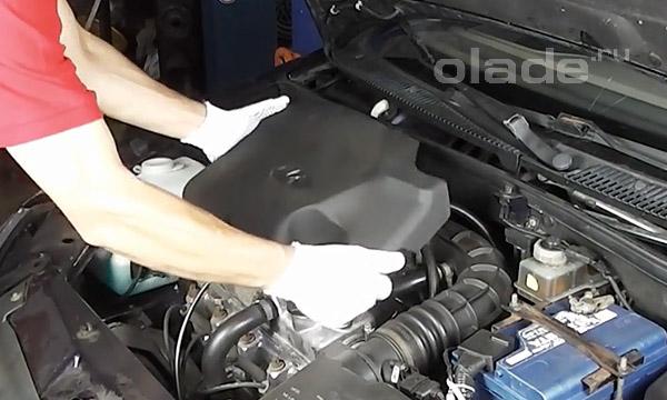 Демонтаж пластиковой защиты двигателя Лада