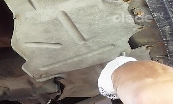 Снять защиту двигателя Лады