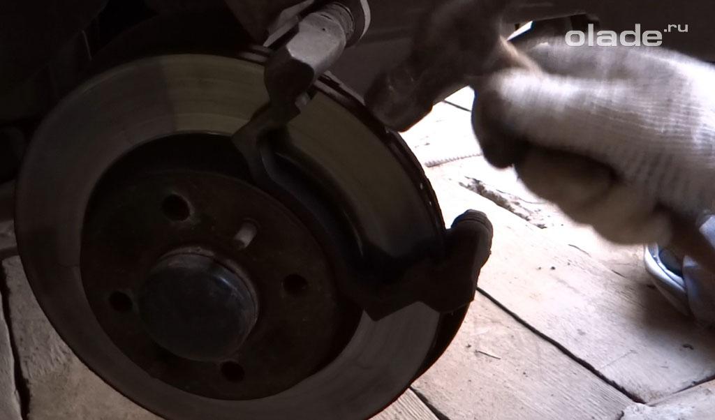Очистить тормозной механизм на Ладе Гранта