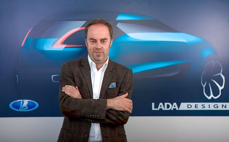 Стив Маттин – ведущий дизайнер автомобилей Лада, сломал руку