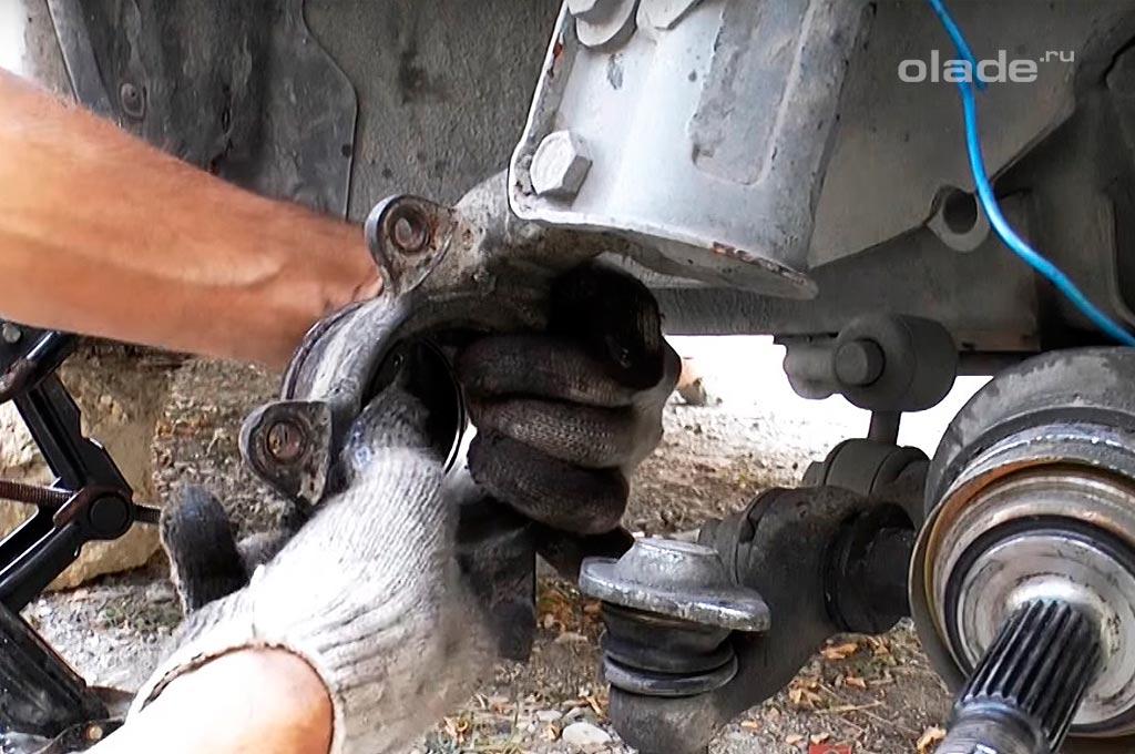 Замена переднего ступичного подшипника на Ладе Гранта (фото 11)