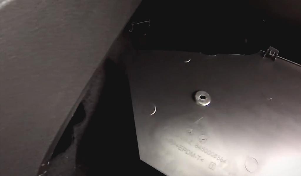 Замена салонного фильтра Lada Vesta (фото 3)