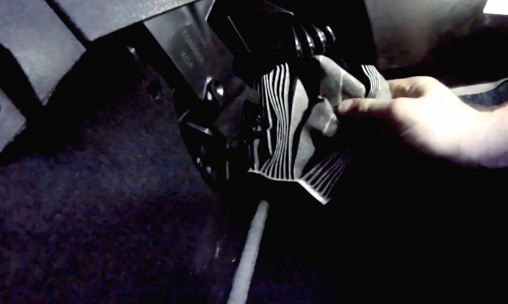 Замена салонного фильтра Lada XRay (фото 4)