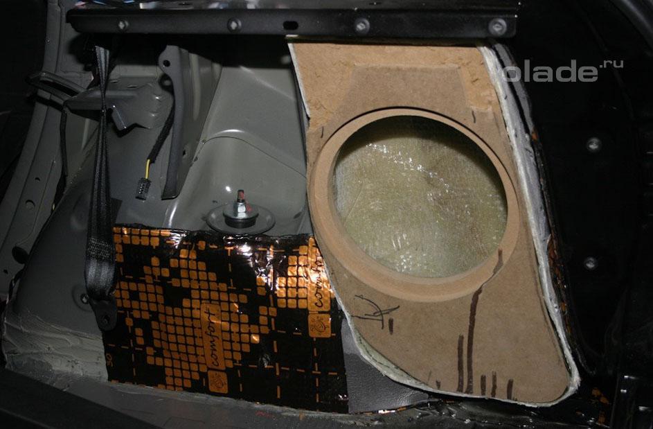 Установка сабвуфера в Ладу Х-Рей (фото 4)