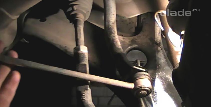 Замена стоек стабилизатора Лада Веста (фото 10)