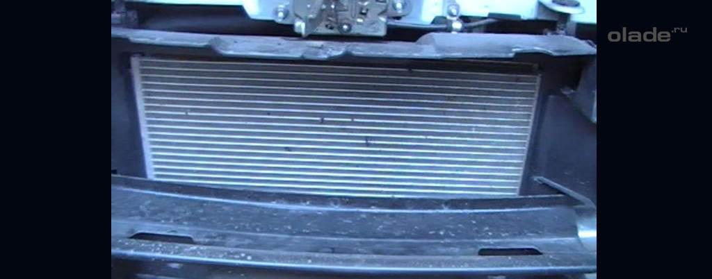 Снятие переднего бампера на Ладе Веста, детали и узлы за бампером (фото 2)