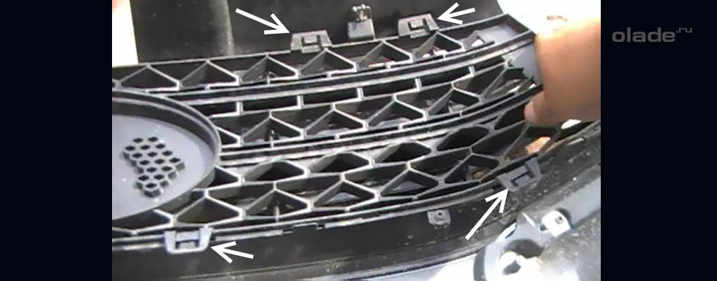 Снятие переднего бампера на Ладе Веста, крепления верхней решетки радиатора