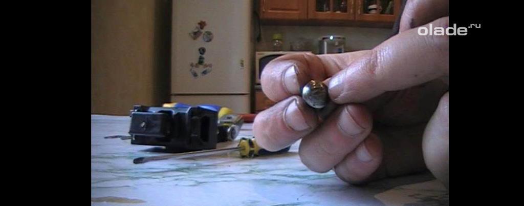 Доработка штатных ограничителей дверей на Ладе Веста, недостатки штатного толкателя-грибка