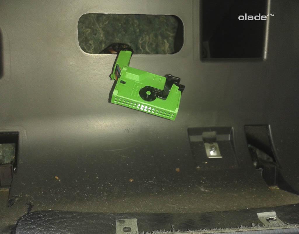 Как снять приборную панель на Ладе Приора? Свободный разъем