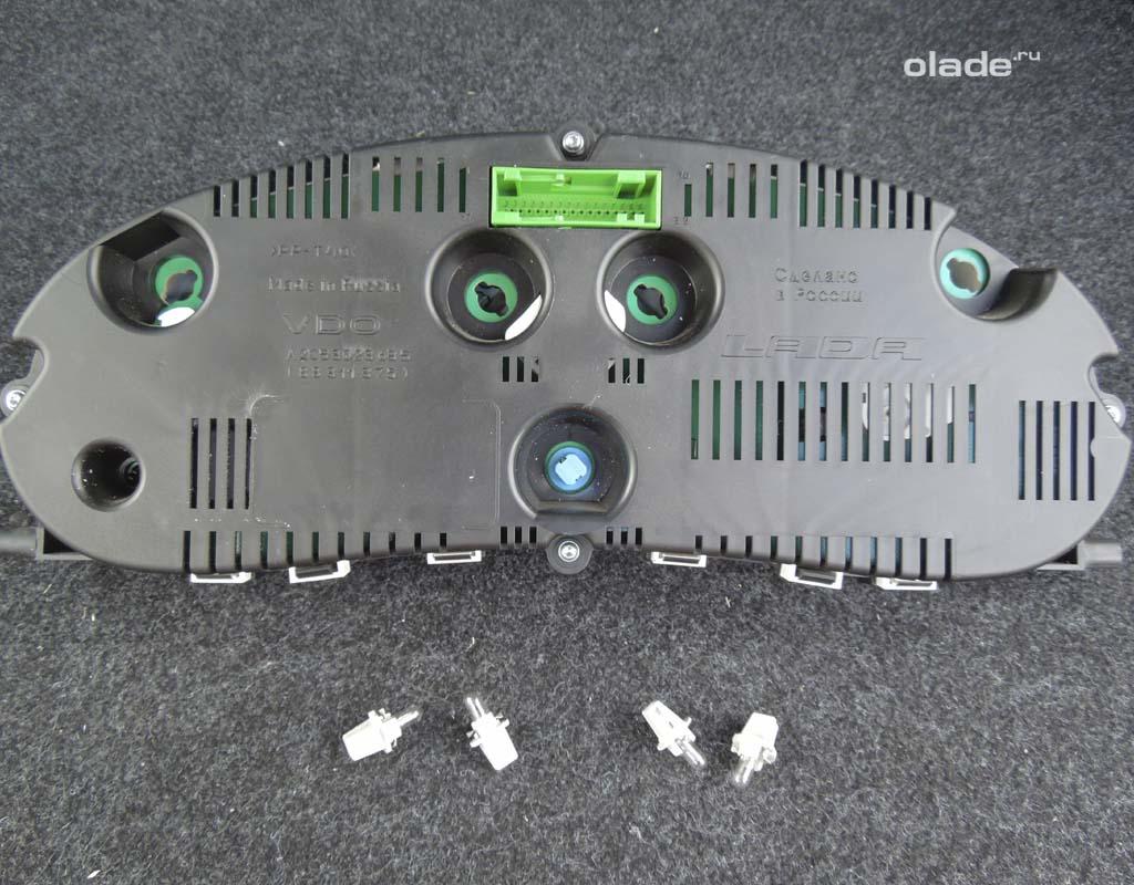 Как снять приборную панель на Ладе Приора? Замена лампочек приборной панели