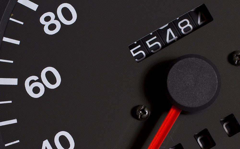 Одиннадцать признаков того, что пробег автомобиля был «скручен», одометр