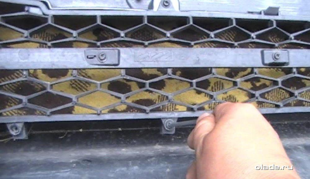 Установка дополнительной сетки на решетку радиатора Лады Веста (фото 11)