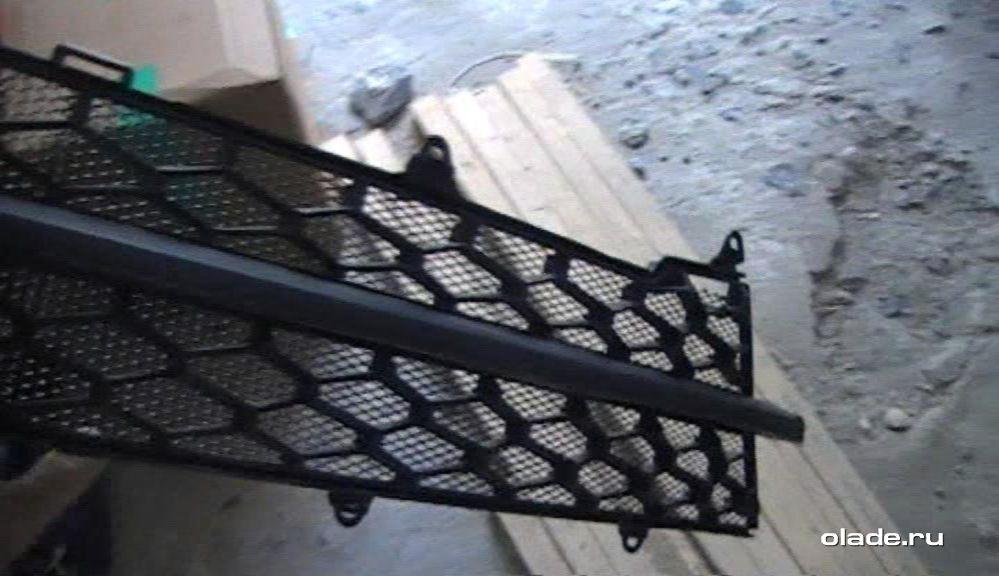 Установка дополнительной сетки на решетку радиатора Лады Веста (фото 20)