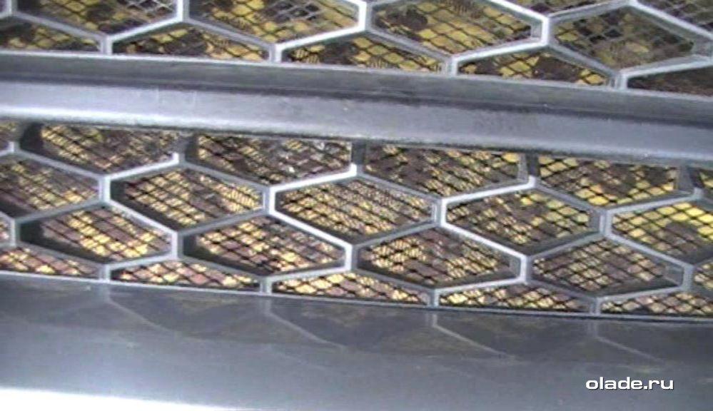 Установка дополнительной сетки на решетку радиатора Лады Веста (фото 23)