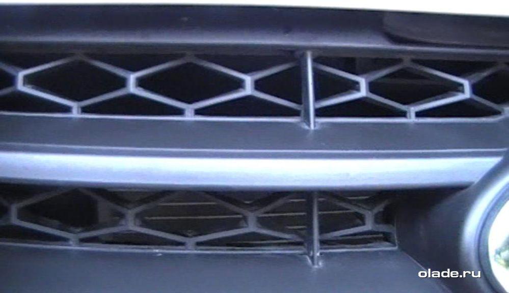 Установка дополнительной сетки на решетку радиатора Лады Веста (фото 3)