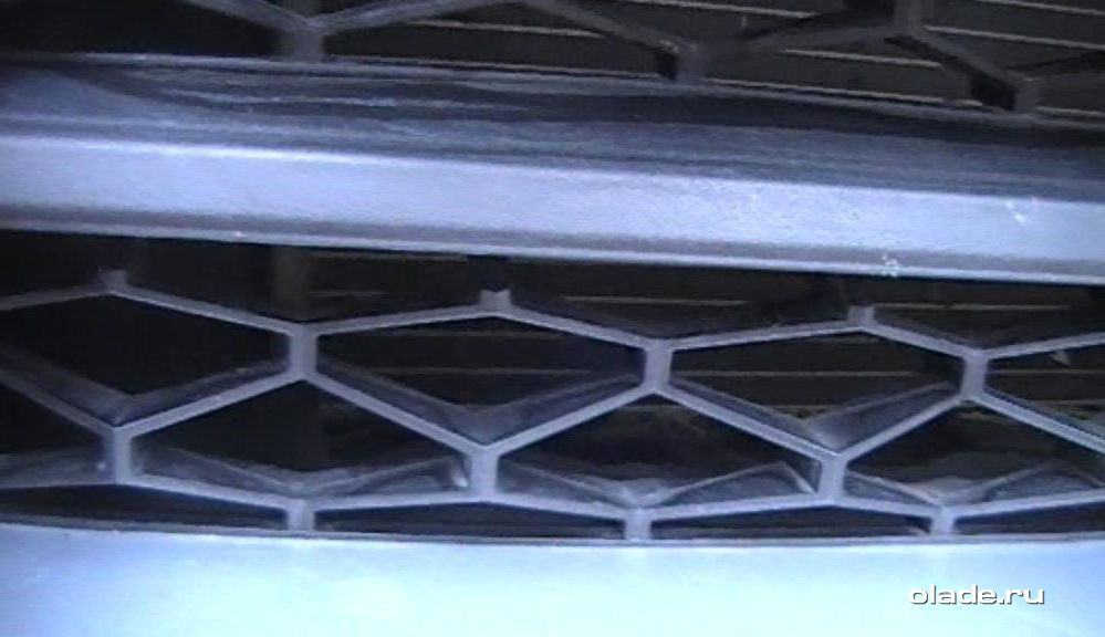 Установка дополнительной сетки на решетку радиатора Лады Веста (фото 4)