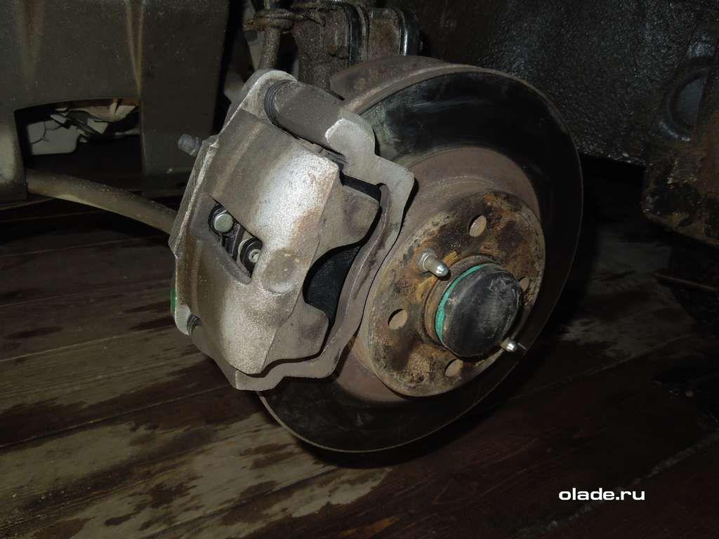 Замена тормозных колодок на Ладе Приора (фото 11)