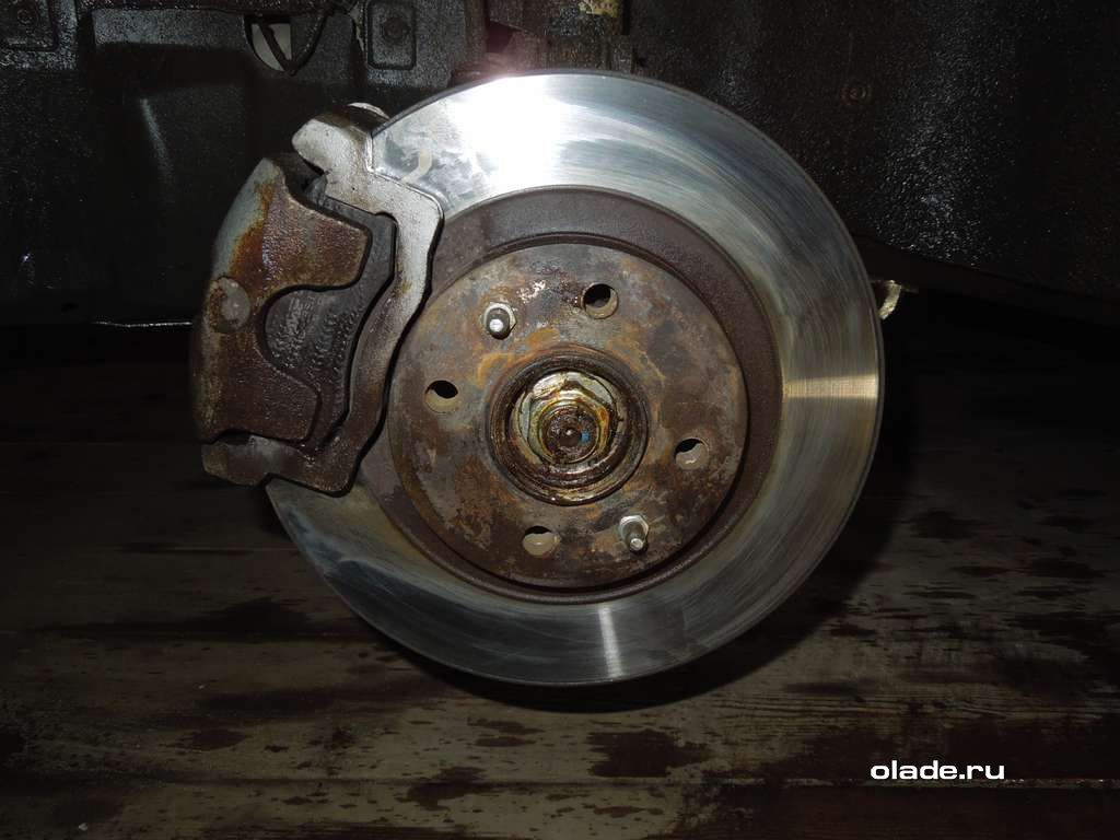 Замена тормозных колодок на Ладе Приора (фото 2)