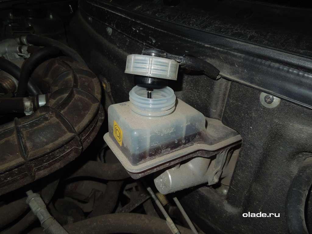Замена тормозных колодок на Ладе Приора (фото 9)