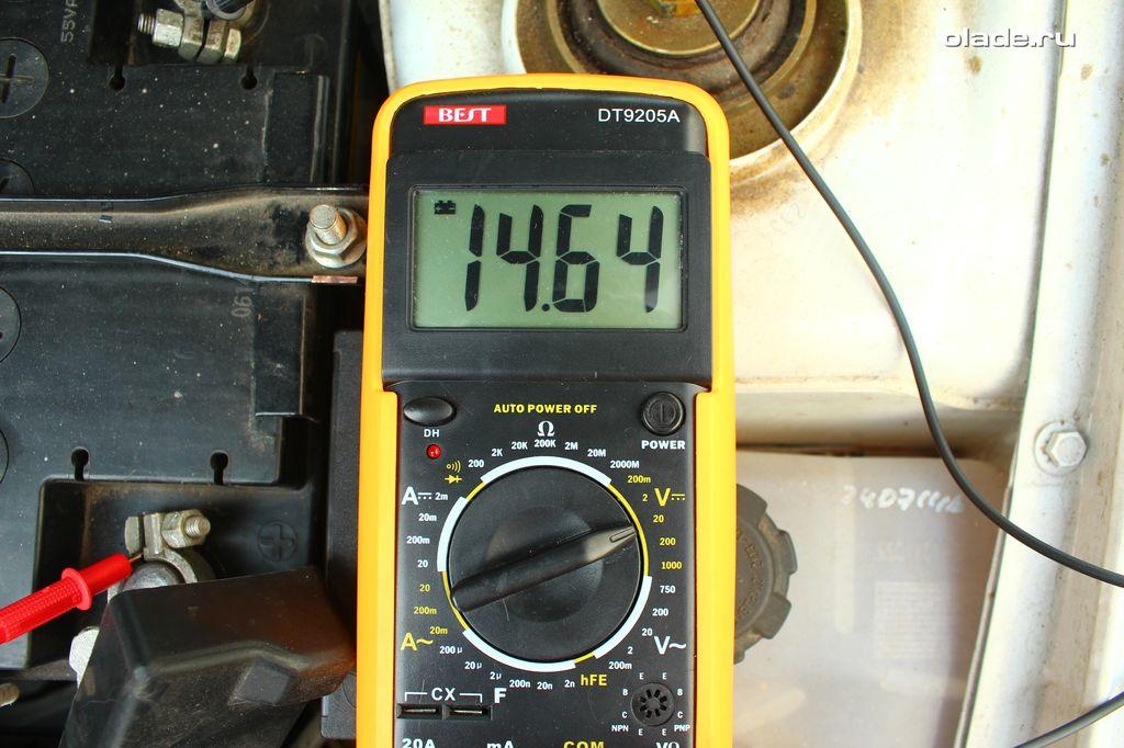 Проверка аккумулятора и генератора мультиметром (фото 6)